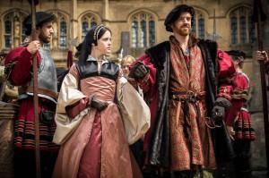 Claire Foy som Anne Boleyn och Damian Lewis som prålige Henry VIII.