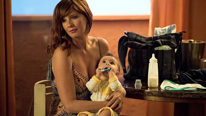 Kelly Reilly och barnet. Foto: HBO