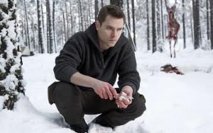 Marek Oravec som Richard Forrester.