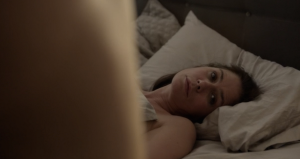 Helen (Maura Tierney) i en episkt hopplös sexscen...