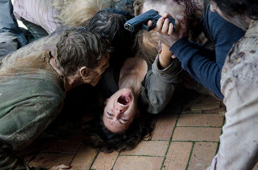 Så här kan det gå när man stukar foten bland zombies...