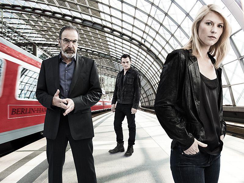 Mandy Patinkin, Rupert Friend och Claire Danes i Berlin. Foto: Showtime
