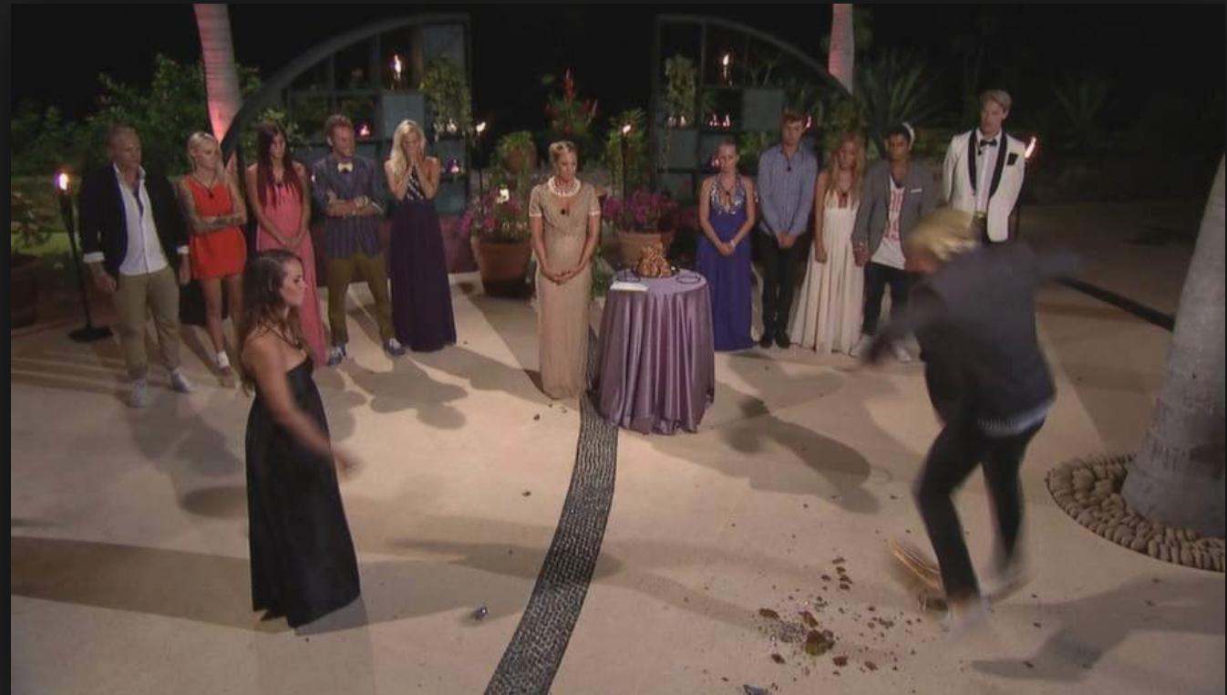 Vid 200 000 kronor valde Jeppe att kasta kulan och gjorde därmed Aina lottlös i finalen.