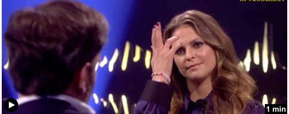 Efter några minuter signalerar Madeleine med handen att Chris ska rätta till håret.