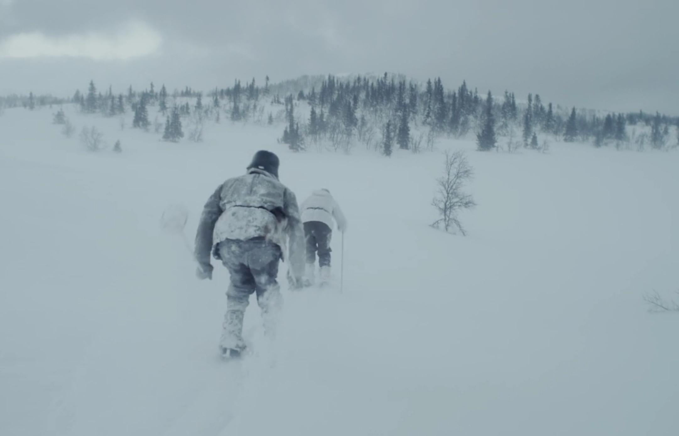 Helberg jagas av en tysk soldat i norska fjällen. Foto: Netflix