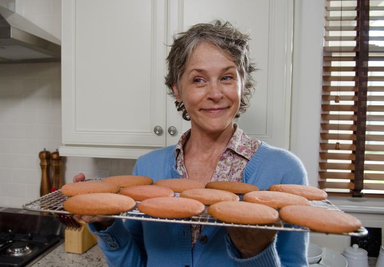 Melissa McBride som Carol Peletier – en kakbakande myskvinna?