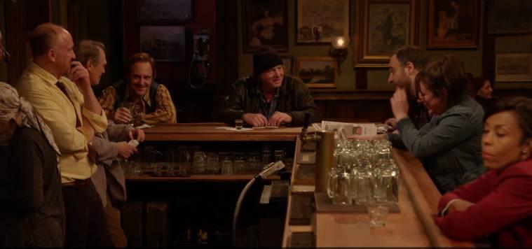 """""""Horace and Pete"""", Louis CK och Steve Buscemi. Rhonda (Karen Pittman) skymtar till höger i bild."""