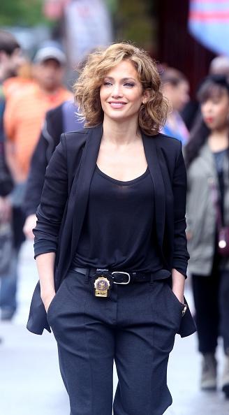 Jennifer Lopez som stilig polis.