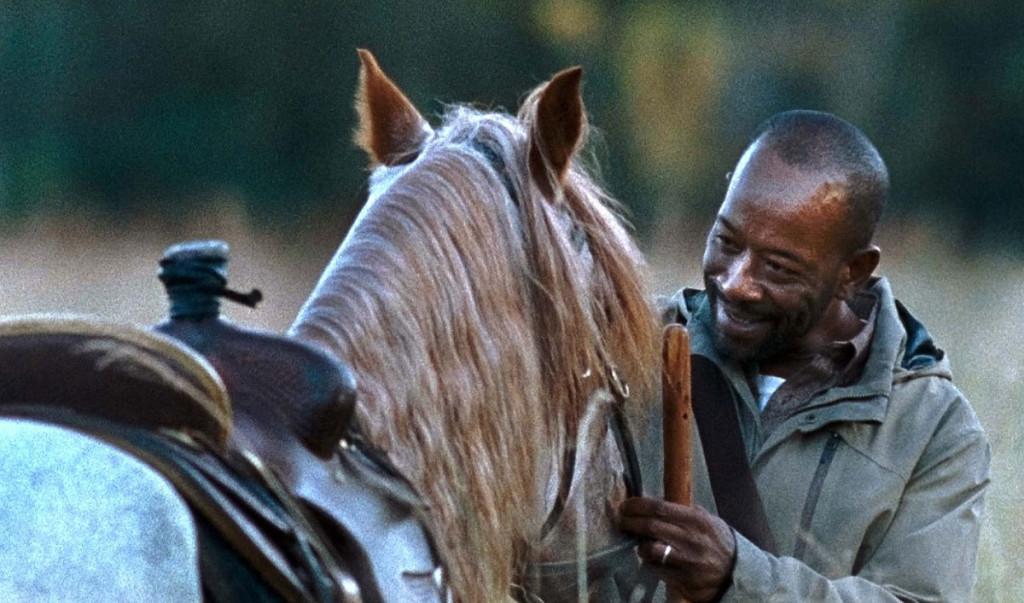 Så här glad blir Morgan över att träffa en häst.