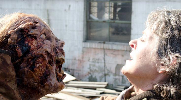 Carol brottas med zombie.