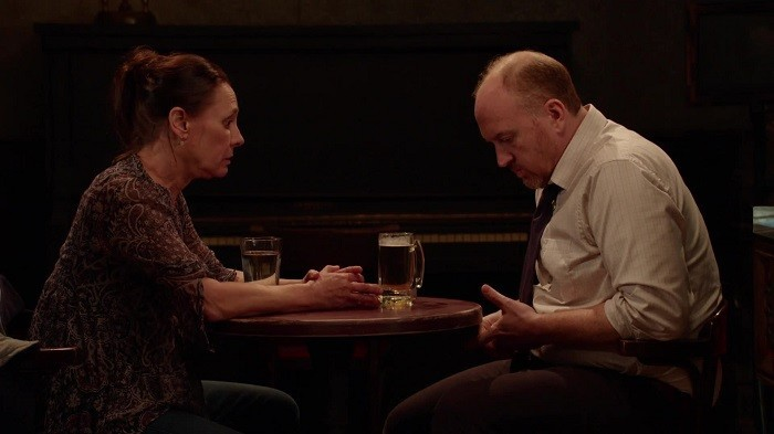 """Laurie Metcalf och Louis CK i """"Horace and Pete""""."""