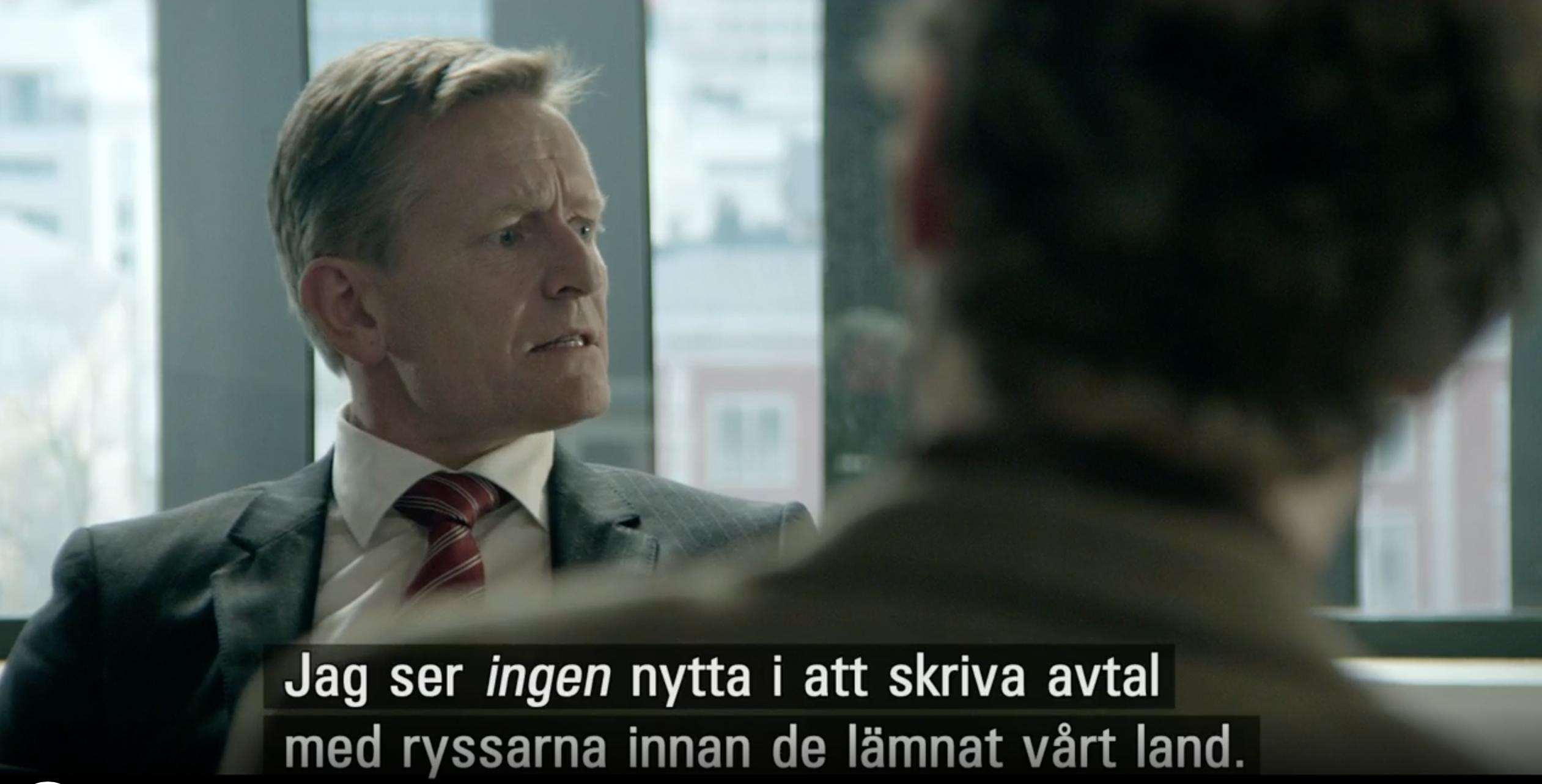 """Norges statsminister Jesper Berg i ett samtal med den ryska ambassadörskan i """"Ockupationen"""" på SVT."""