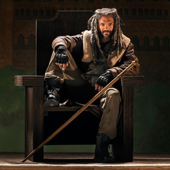 Khary Payton som Kung Ezekiel i en av de första bilderna från säsong sju.