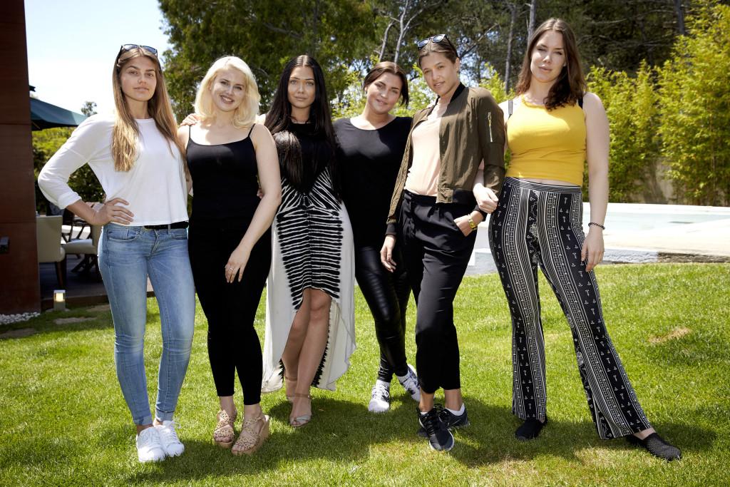 """De svenska deltagarna i """"Top model 2016"""". Foto: Kanal 11."""