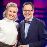 Programledarna Elisa Lindström och Thomas Deutgen.