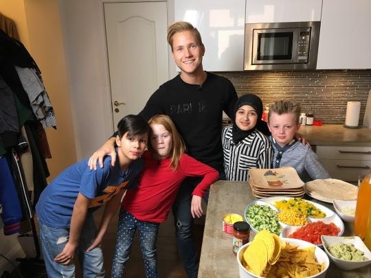 Viktor Frisk med sina kids. Foto: SVT