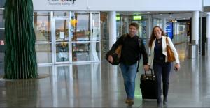 ...när Pål och Sigrid dyker upp på Arlanda. Foto: TV4