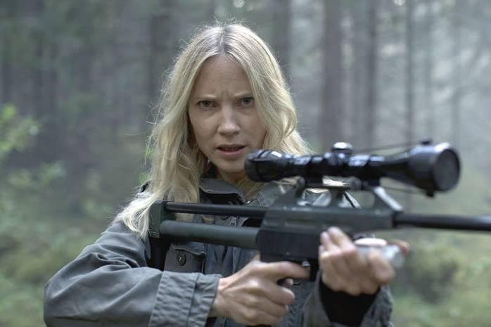 Moa Gammel som Eva Thörnblad.