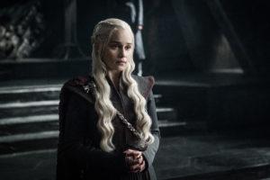 Emilia Clarke som Daenerys Targaryen.