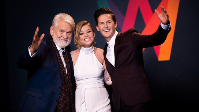 Clara Henry, David Lindgren och Hasse Andersson ledde Melodifestivalen 2017. Foto: SVT.